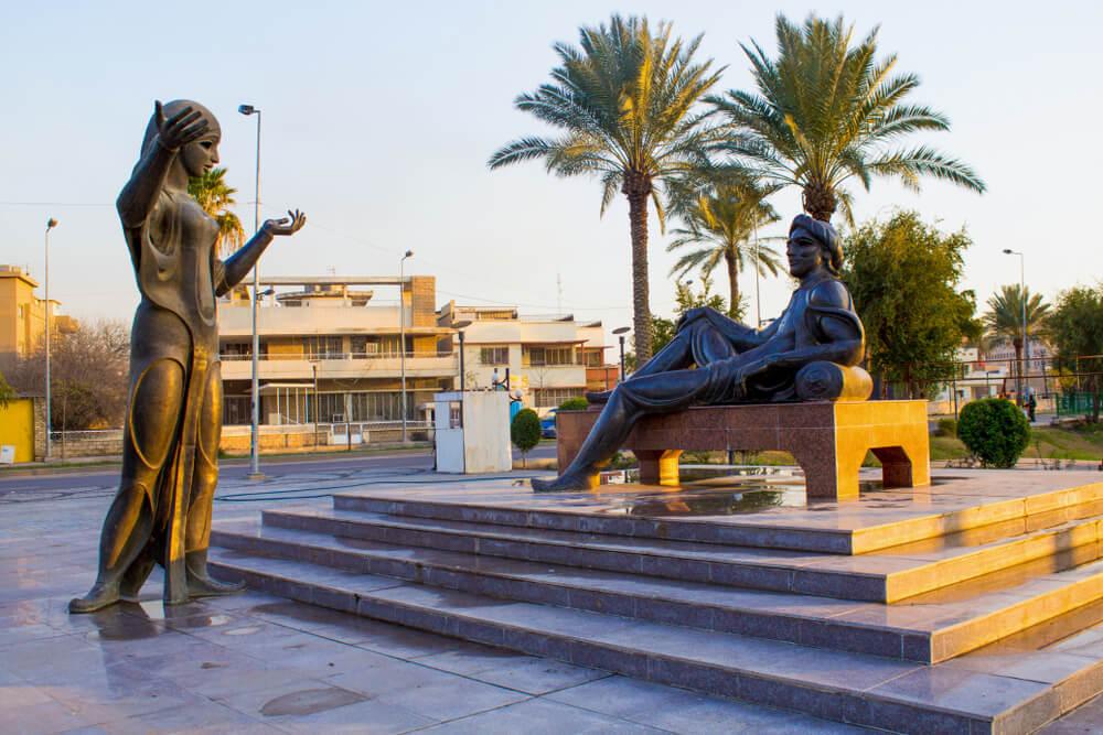 مجسمه شهرزاد و شهریار در بغداد